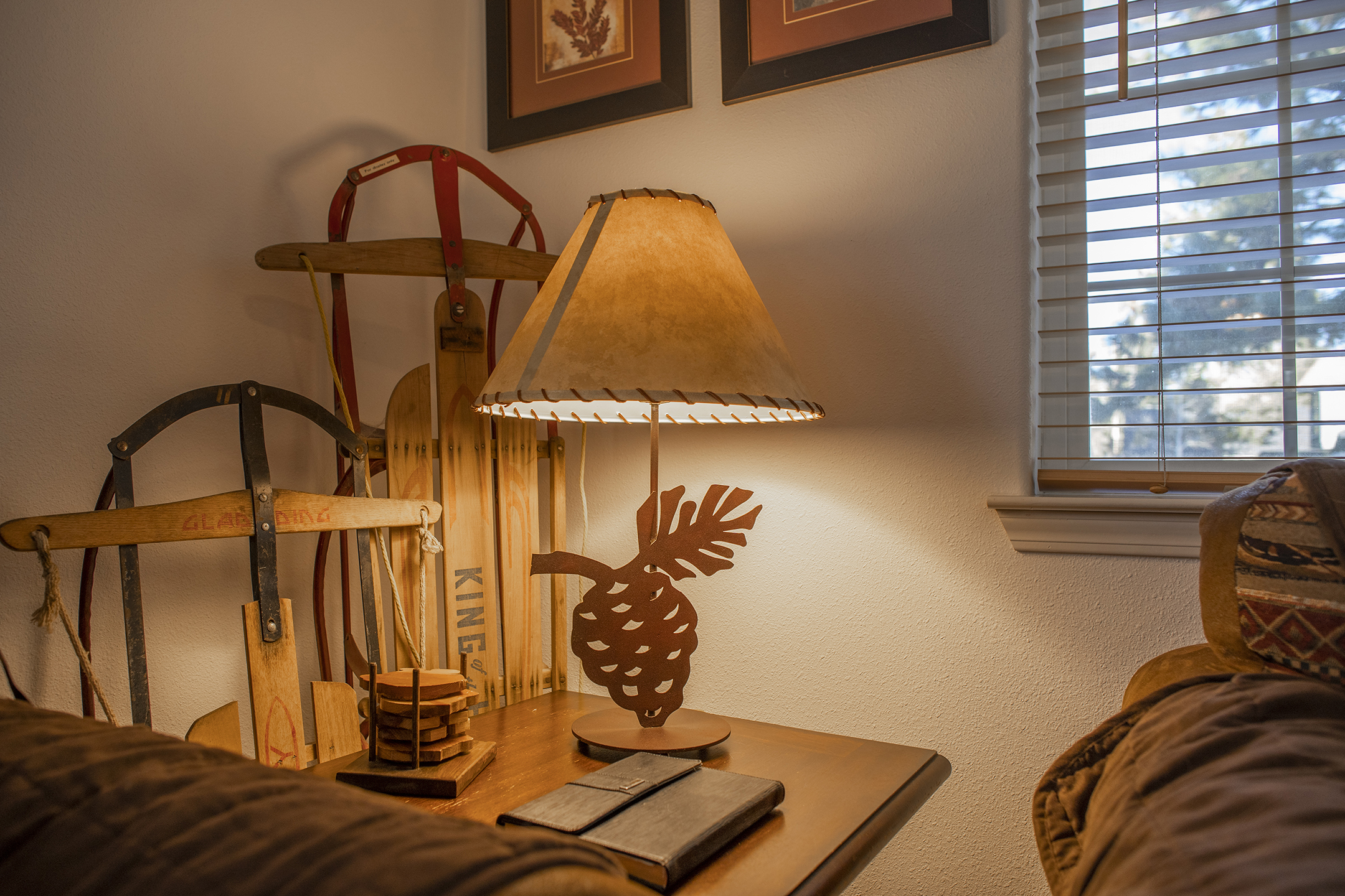 Living room lamp with metal pinecone base
